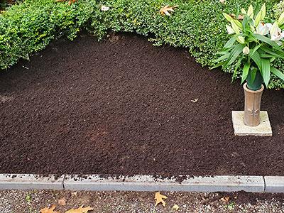 Humbert Mutterboden in der Friedhofsgärtnerei